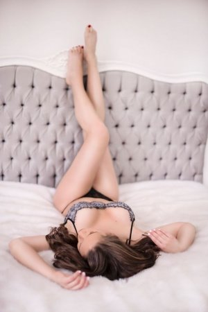 Alixia escort girl