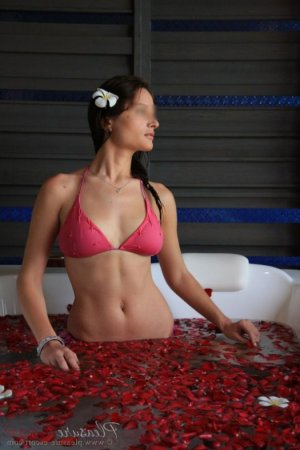 Saioa incall escort in Santa Monica CA